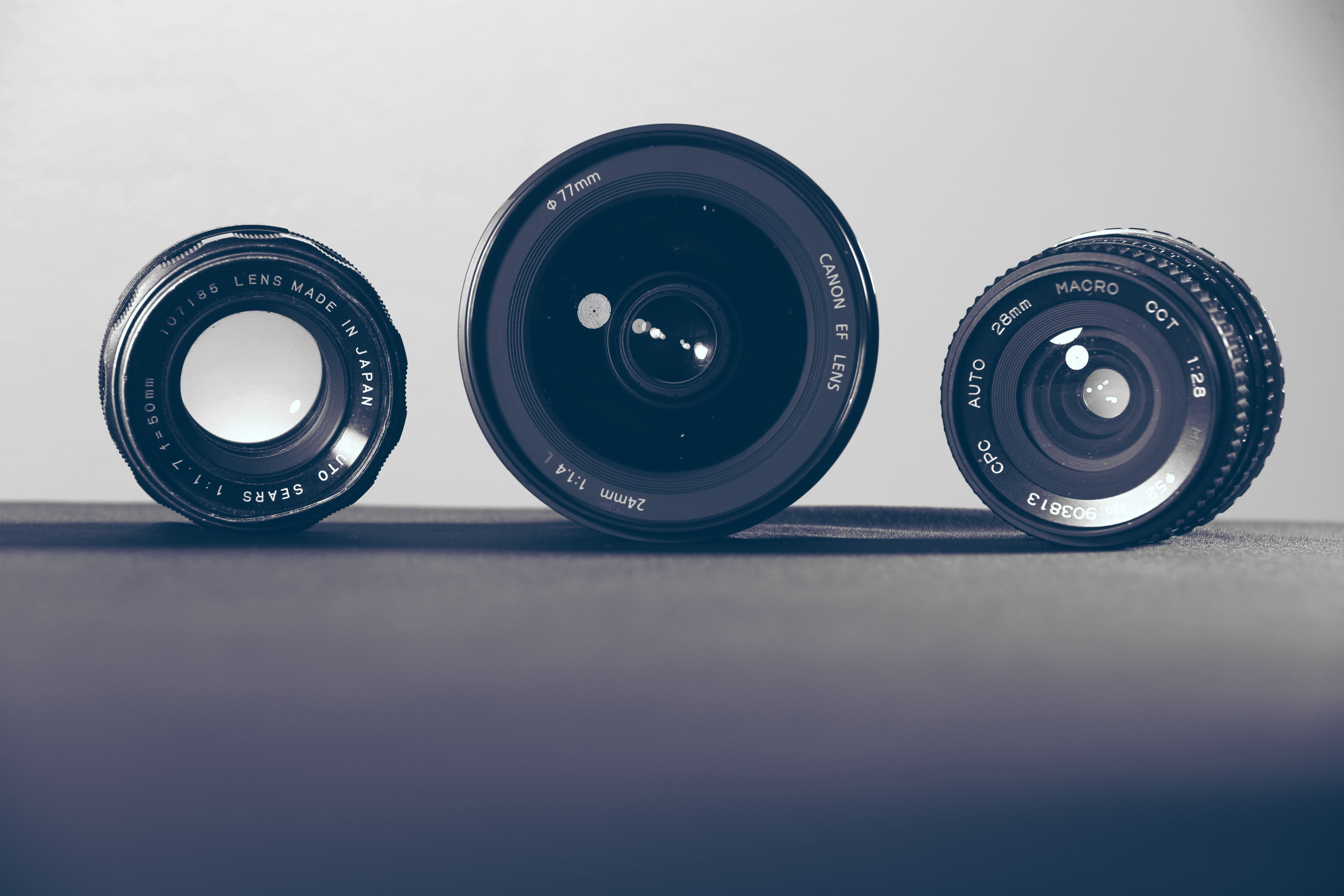 Best 35mm vs. 50mm Lens: Which Is One Better? [Comparison + Key Features]